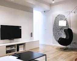 Dom pod Łodzią - Średni biały salon, styl minimalistyczny - zdjęcie od Archikąty - Homebook