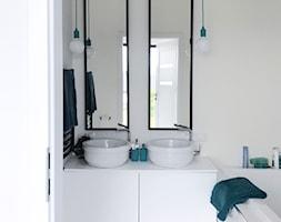 Dom pod Łodzią - Mała szara łazienka w bloku w domu jednorodzinnym bez okna, styl minimalistyczny - zdjęcie od Archikąty - Homebook