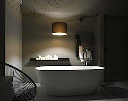 Dom pod Łodzią - Średnia biała szara łazienka w bloku w domu jednorodzinnym bez okna, styl minimalistyczny - zdjęcie od Archikąty - Homebook