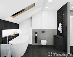 """Aranżacja łazienki ze skośnym sufitem - zdjęcie od Pracownia Projektowania Wnętrz """"Mieszkaj Miło"""""""