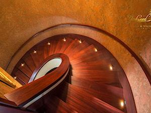Schody stylowe wykładane na betonie - zdjęcie od Pracownia Yarkwood Schody & Wnętrza