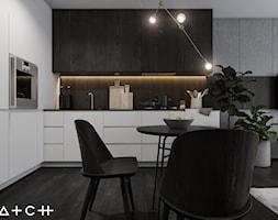 PROJEKT KAWALERKI - WARSZAWA STARY ŻOLIBORZ - Mała szara jadalnia w kuchni w salonie, styl nowojorski - zdjęcie od HATCH STUDIO