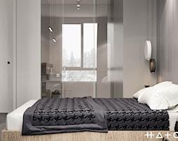 PROJEKT APARTAMENTU W WARSZAWIE KOLONIA SIELCE - Mała szara sypialnia z łazienką, styl nowoczesny - zdjęcie od HATCH STUDIO - Homebook