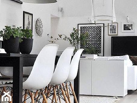 Średnia otwarta szara jadalnia w salonie, styl nowoczesny - zdjęcie od Mootic Design Store