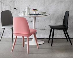 DKwadrat.pl - krzesła Rosse i stół Tulip - zdjęcie od DKwadrat.pl - Homebook