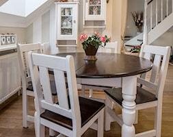 Wnętrze w stylu prowansalskim - Mała otwarta biała jadalnia jako osobne pomieszczenie, styl prowansalski - zdjęcie od LidiaWnetrza