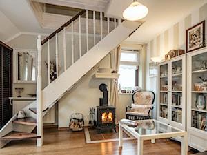 Wnętrze w stylu prowansalskim - Mały biały salon, styl prowansalski - zdjęcie od LidiaWnetrza