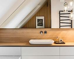 Mieszkanie w Wolsztynie - Średnia łazienka na poddaszu w domu jednorodzinnym z oknem, styl skandynawski - zdjęcie od Żaneta Strażyńska