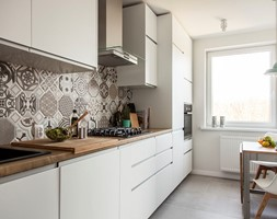 Mieszkanie w Zbąszyniu - Mała zamknięta wąska kuchnia jednorzędowa, styl skandynawski - zdjęcie od Żaneta Strażyńska