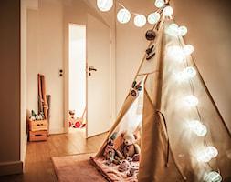 Mieszkanie w Wolsztynie - Średni pokój dziecka dla dziewczynki dla malucha, styl skandynawski - zdjęcie od Żaneta Strażyńska