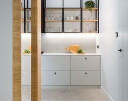 Mieszkanie w Gdyni - Mała zamknięta szara kuchnia jednorzędowa - zdjęcie od em2pracownia - Homebook