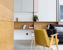 Mieszkanie w Gdyni - Średni biały salon - zdjęcie od em2pracownia - Homebook