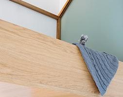 Mieszkanie w Gdyni - Mały biały szary pokój dziecka dla chłopca dla nastolatka - zdjęcie od em2pracownia - Homebook