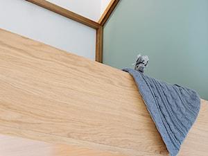 Mieszkanie w Gdyni - Mały biały szary pokój dziecka dla chłopca dla nastolatka - zdjęcie od em2pracownia