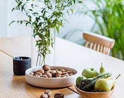 Mieszkanie w Gdyni - Mała zamknięta szara jadalnia jako osobne pomieszczenie - zdjęcie od em2pracownia - Homebook
