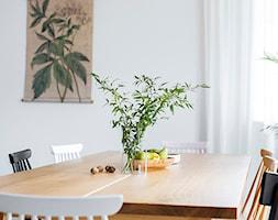 Mieszkanie w Gdyni - Mała zamknięta szara jadalnia jako osobne pomieszczenie - zdjęcie od em2pracownia