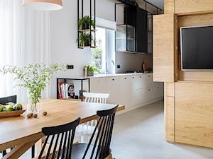 Mieszkanie w Gdyni - Średnia otwarta wąska biała kuchnia jednorzędowa dwurzędowa w aneksie z oknem - zdjęcie od em2pracownia