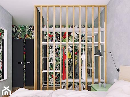 Aranżacje wnętrz - Garderoba: Apartament: drewno i kolor - Marmur Studio. Przeglądaj, dodawaj i zapisuj najlepsze zdjęcia, pomysły i inspiracje designerskie. W bazie mamy już prawie milion fotografii!