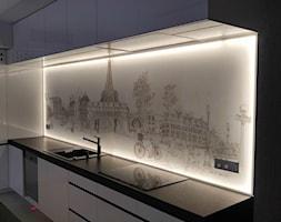 Panel+szklany+z+grafik%C4%85+i+podswietleniem+led+-+zdj%C4%99cie+od+Szklarz+Glass+Decorator+Nowoczesne+Szk%C5%82o+dla+Architektury