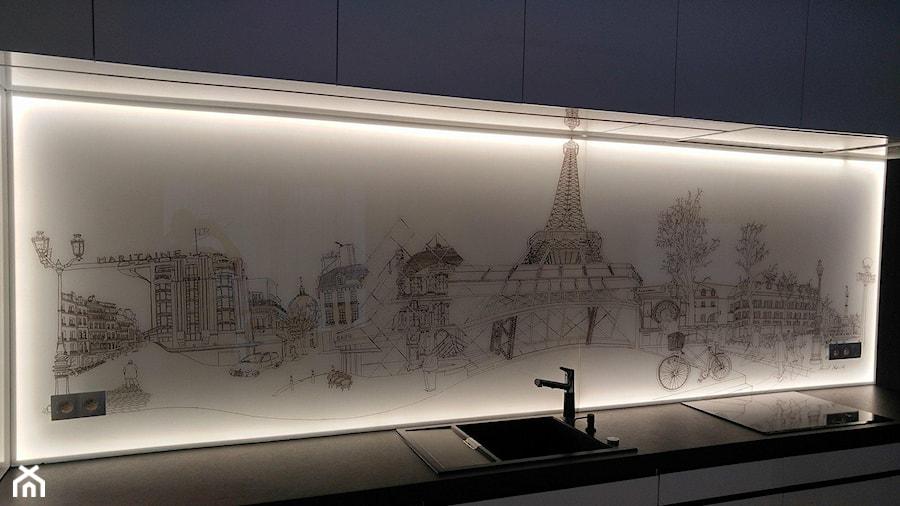 Panel szklany z grafiką i podswietleniem led - zdjęcie od Szklarz Glass Decorator Nowoczesne Szkło dla Architektury