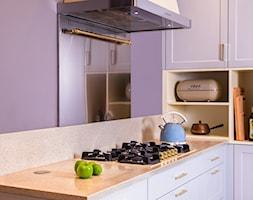 KLASYCZNA KUCHNIA Z DUSZĄ - Mała zamknięta różowa kuchnia w kształcie litery l, styl tradycyjny - zdjęcie od Alina Mokrzycka Architekt / Wnętrza / Grafika