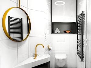 KAMIENICA Z LAT 20-STYCH / ŁAZIENKI - Mała biała czarna łazienka w bloku w domu jednorodzinnym bez okna, styl klasyczny - zdjęcie od Alina Mokrzycka Architekt / Wnętrza / Grafika