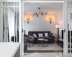 APARTAMENT BLACK&WHITE - Średni szary biały salon z kuchnią, styl nowojorski - zdjęcie od Alina Mokrzycka Architekt / Wnętrza / Grafika