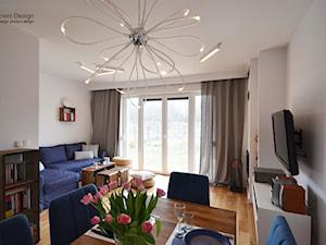 Dom jednorodzinny akw - Średnia otwarta szara jadalnia w salonie, styl skandynawski - zdjęcie od SZALBIERZ.DESIGN