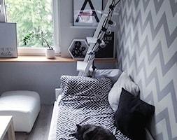 greycats - Mała zamknięta szara jadalnia w salonie, styl skandynawski - zdjęcie od Violetta Korzuchowska