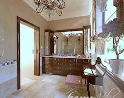 Hiszpańska dacza - Duża łazienka w domu jednorodzinnym z oknem, styl klasyczny - zdjęcie od Home Atelier Aneta Rosińska-Dadsi - Homebook