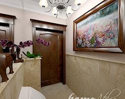Hiszpańska dacza - Mała beżowa łazienka na poddaszu w bloku w domu jednorodzinnym bez okna, styl klasyczny - zdjęcie od Home Atelier Aneta Rosińska-Dadsi - Homebook