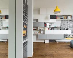 REZYDENCJA POD KRAKOWEM REALIZACJA - Średnia biała sypialnia, styl nowoczesny - zdjęcie od Insidelab - Homebook