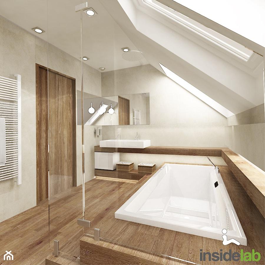dom z kominkiem du a azienka na poddaszu w domu jednorodzinnym jako salon k pielowy z oknem. Black Bedroom Furniture Sets. Home Design Ideas
