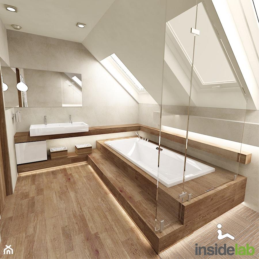 DOM Z KOMINKIEM - Duża beżowa łazienka na poddaszu, styl nowoczesny - zdjęcie od Insidelab