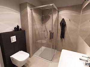 MAŁE MIESZKANIE - Średnia beżowa łazienka bez okna, styl nowoczesny - zdjęcie od Insidelab
