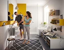KLUDI PURE&EASY - Średnia biała żółta łazienka w domu jednorodzinnym z oknem, styl eklektyczny - zdjęcie od KLUDI