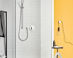 KLUDI PURE&EASY - Mała biała łazienka na poddaszu w bloku w domu jednorodzinnym bez okna, styl eklektyczny - zdjęcie od KLUDI