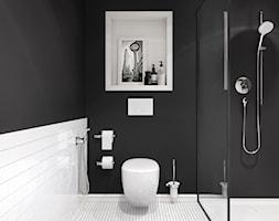 KLUDI A-XES BOZZ - Mała biała czarna łazienka na poddaszu w bloku w domu jednorodzinnym bez okna, styl nowoczesny - zdjęcie od KLUDI