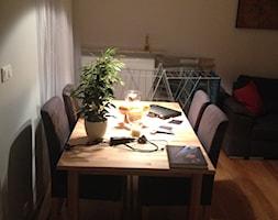 mój dom - Mała otwarta szara jadalnia w salonie, styl nowoczesny - zdjęcie od Jakub Przychodzeń