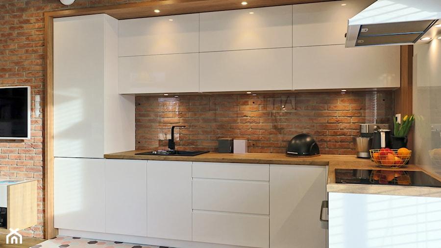 Industrialna nuta - Mała otwarta brązowa kuchnia w kształcie litery l w aneksie, styl skandynawski - zdjęcie od Studio Uljar