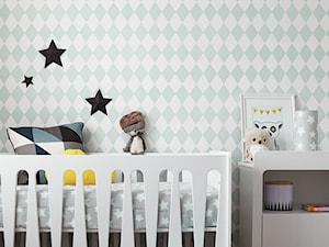 Pokój synka Marcina Mroczka - Grey Stars. - Mały biały zielony pokój dziecka dla chłopca dla dziewczynki dla niemowlaka, styl eklektyczny - zdjęcie od Lamps and Company