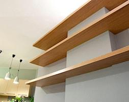 Nasze realizacje - Szary zielony salon z kuchnią, styl nowoczesny - zdjęcie od jm-meble