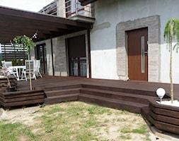 Zabudowa tarasu - Średni taras z tyłu domu - zdjęcie od Bryniak Woodworking