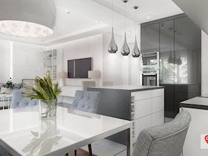 KAT_03 - Średnia otwarta biała kuchnia w kształcie litery l w aneksie z wyspą, styl glamour - zdjęcie od InSign Aranżacje i projekty wnętrz