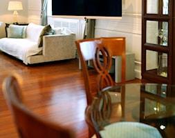 TV - Mały średni beżowy salon, styl eklektyczny - zdjęcie od Loewe