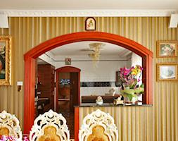 7. Rezydencja w południowej Polsce - 2013 - Mała otwarta żółta jadalnia jako osobne pomieszczenie, styl klasyczny - zdjęcie od Art Cinema