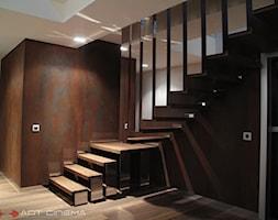 4. Rezydencja w południowej Polsce - 2013 - Średnie wąskie schody dwubiegowe drewniane metalowe, styl nowoczesny - zdjęcie od Art Cinema