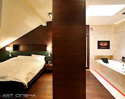 3. Apartament w południowej Polsce – 2013 - Duża kolorowa sypialnia dla gości na poddaszu z łazienką, styl nowoczesny - zdjęcie od Art Cinema