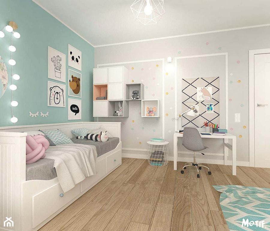 POKÓJ DZIECIĘCY W STYLU SKANDYNAWSKIM - Średni biały szary miętowy pokój dziecka dla dziewczynki dla ucznia dla malucha, styl skandynawski - zdjęcie od MOTIF