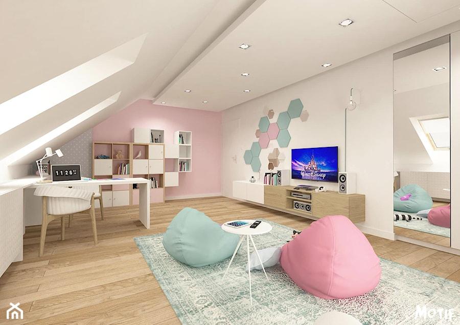 PO PROSTU UROCZO! - Duży szary beżowy pastelowy różowy pokój dziecka dla dziewczynki dla ucznia dla malucha, styl skandynawski - zdjęcie od MOTIF